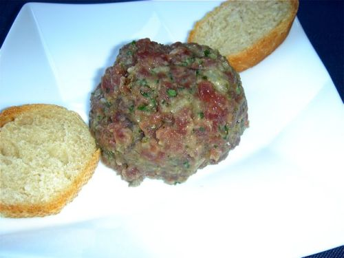 tuna-tartare-with-bread