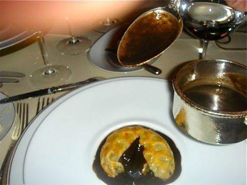 ledoyen-brioche-black-truffles-cloise-up