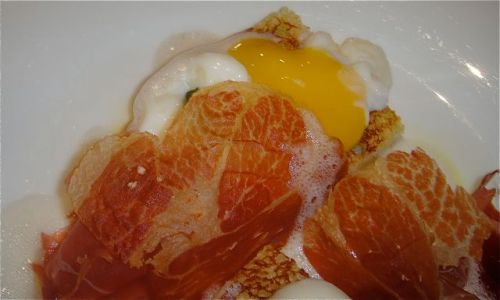 close-up eggs benedict